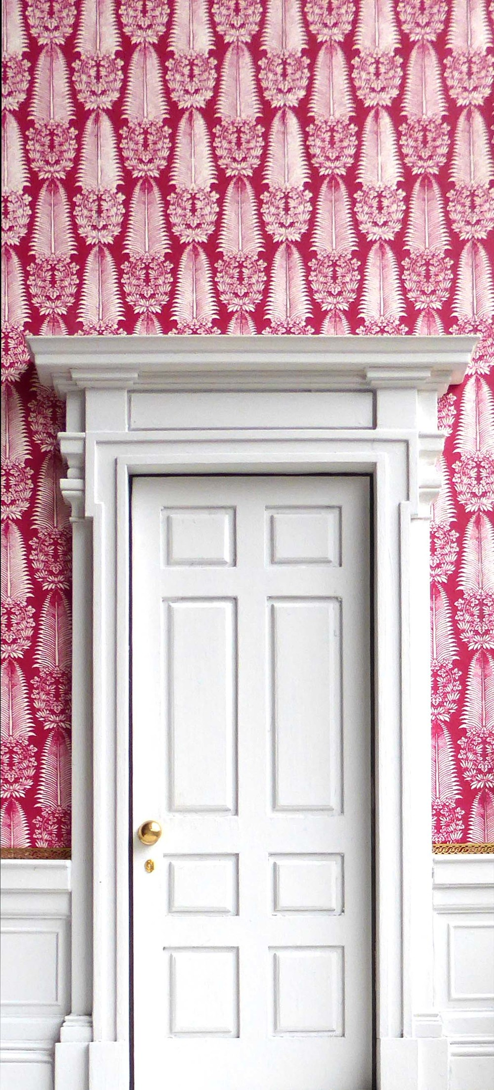 Walls papered in   'Fontainebleau (Crimson)'