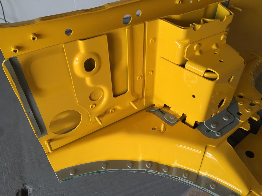 Strukturklebstoff im Fahrzeug Leichtbau