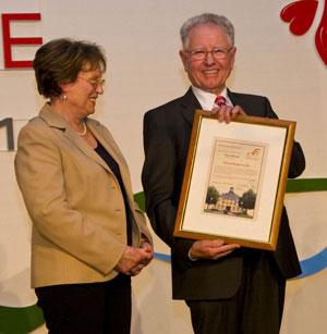 Der ehemalige Ortsbürgermeister von Niederelbert, Willi Bode, wurde zum ersten Ehrenbürger der Ortsgemeinde ernannt