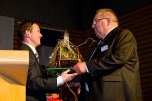 Michael Gassman (links), Bürgermeister der Partnergemeinde Heuthen, mit Ortsbürgermeister Willi Müller