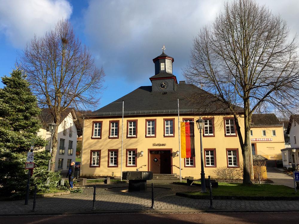 rathaus-niederelbert