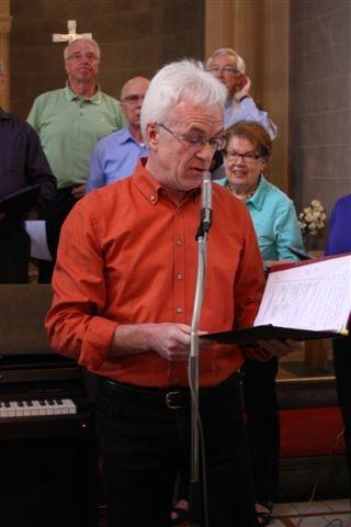 So schön das Konzert war, es war mit einem Abschied verbunden, denn Herr Marco Herbert wird in Zukunft die Niederelberter Dorfspatzen leiten.