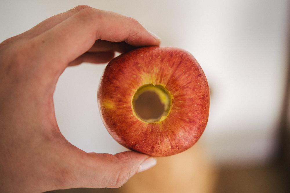 Ausgehöhlter Apfel