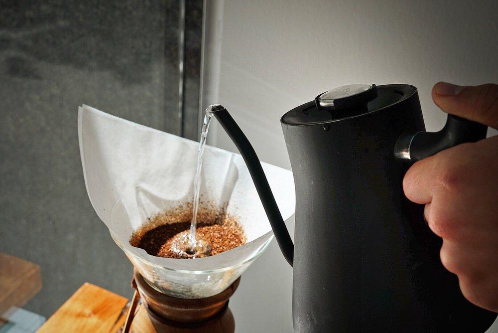 chemex kettle pour.jpg