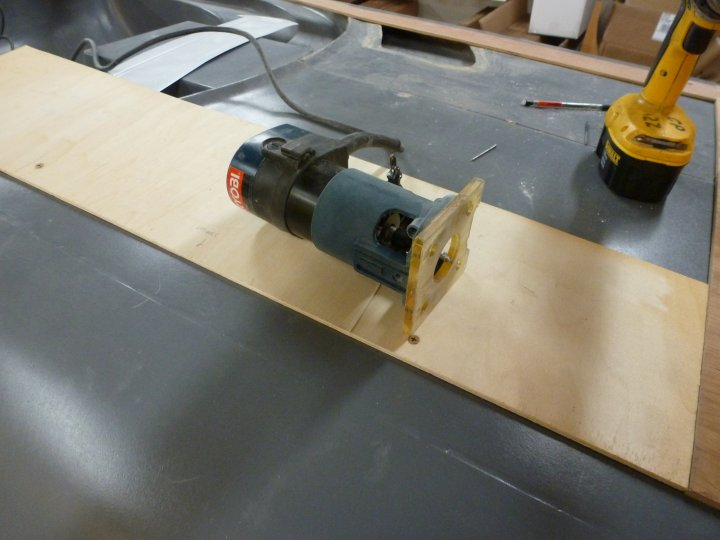 This is a laminate router, for trimming counter top laminate.  It's nice for stuff like this since it's small.