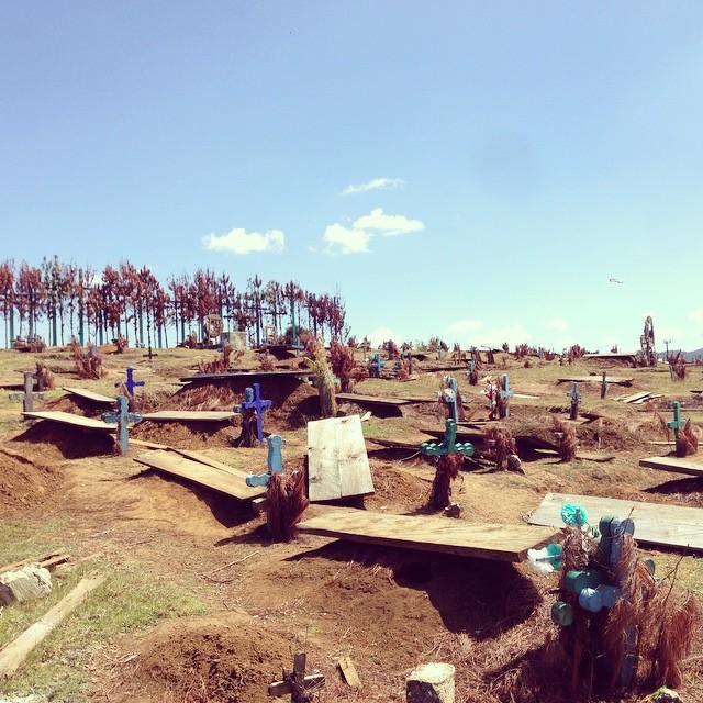 6ft deep < 6in above. #cancuc #chiapas #méxico #lower_park #graveyard #travel (at Cancuc, Chiapas, Mexico)