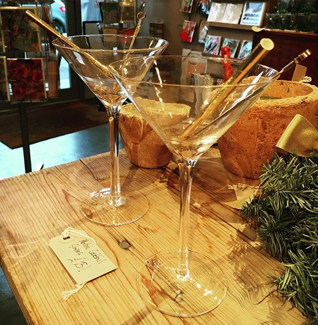 Cocktails for two? #lastminute #xmas #cocktails #cocktailparty #newyear #newyeargift #christmasiscoming #christmas #christmascountdown #giftideas #gift #forhim #forher  #shoplocal #giftgivingculture