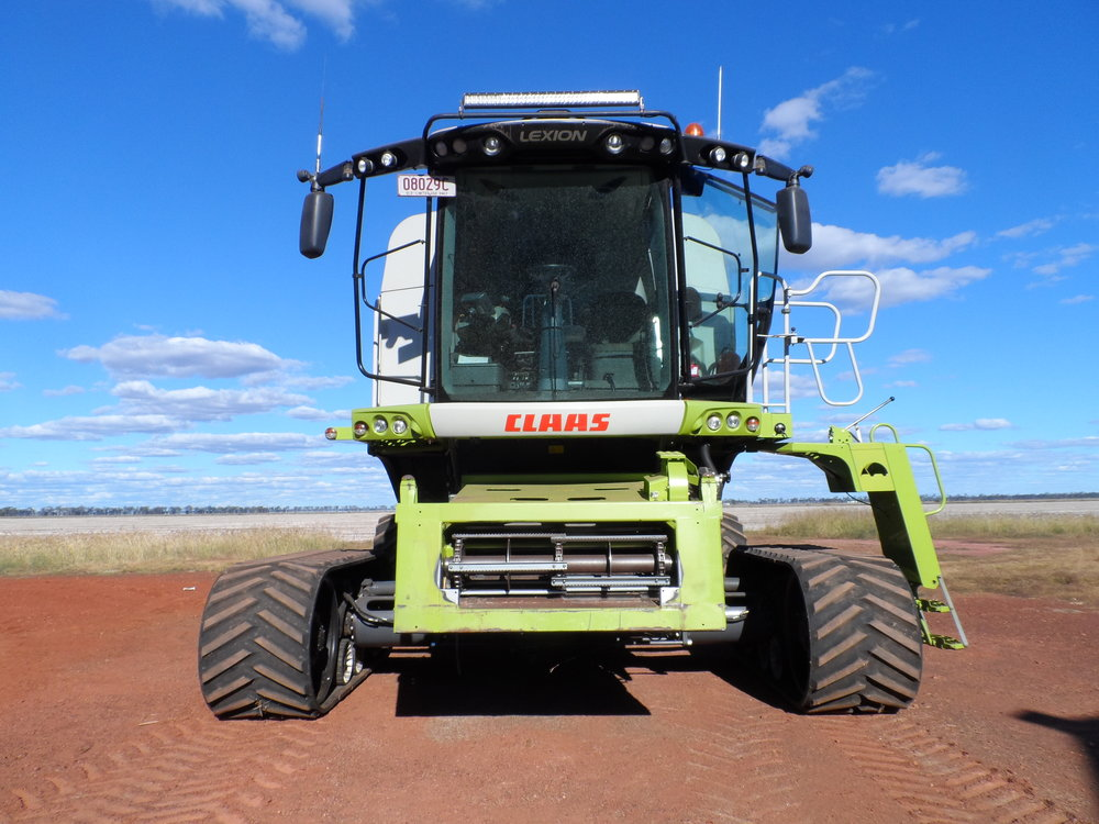 Claas Harvester on 4m track