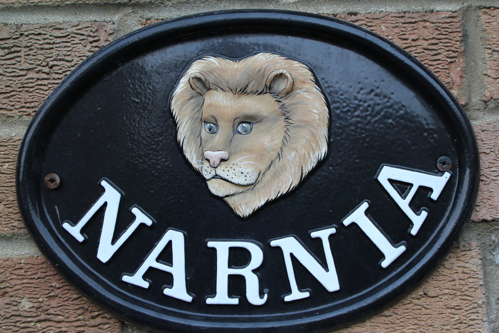 Narnia plaque on home neighboring the Kilns in Oxford