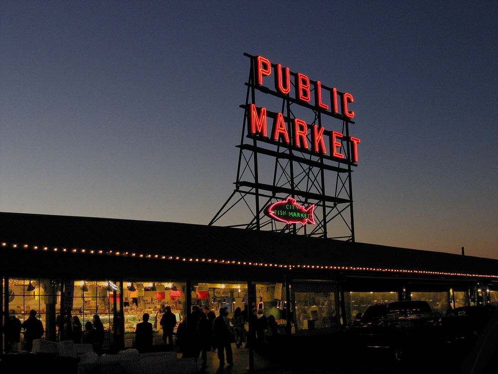 1280px-Pike_Place_Market_1.jpg