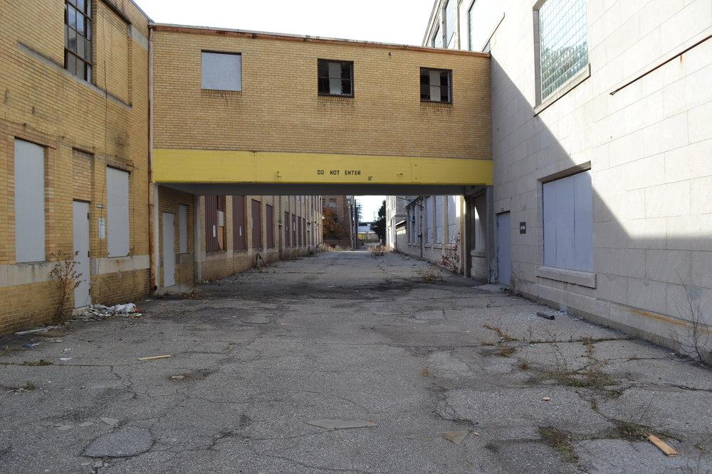 109 Glendale alley 5.JPG