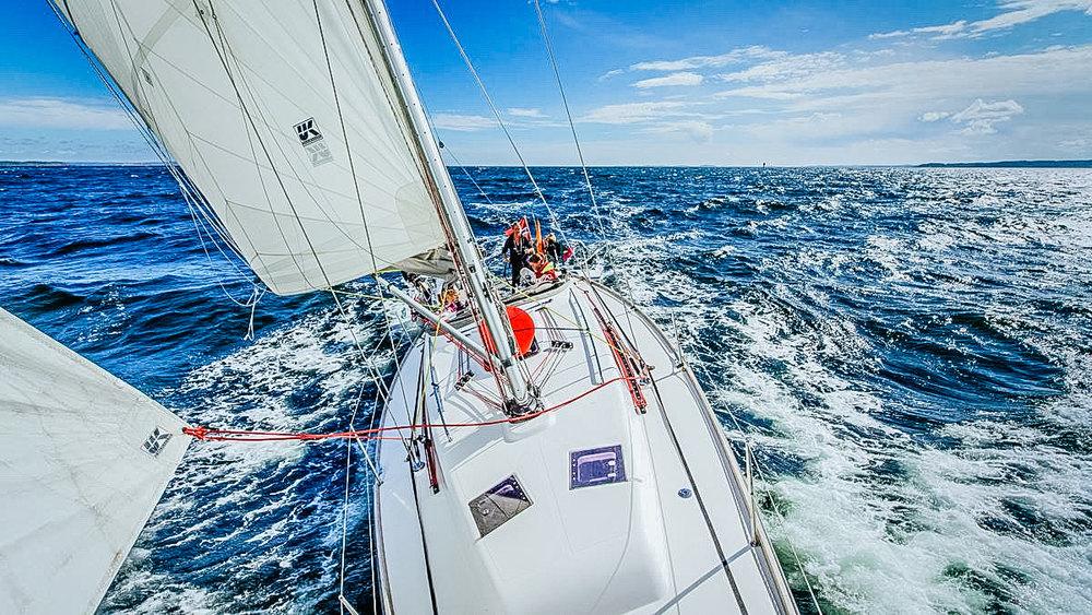 Dacron radial cruising mainsail.