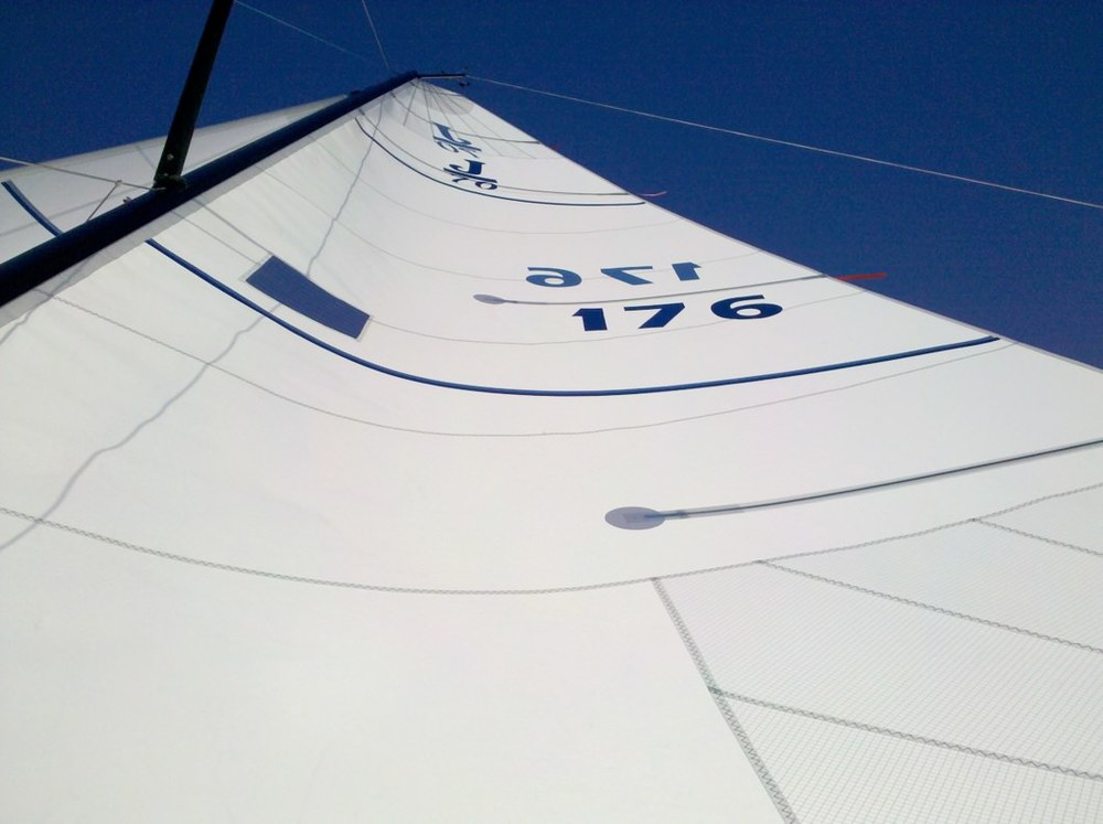 UK Sailmakers J70_AP_Mainsail_Cross_cut_photo2