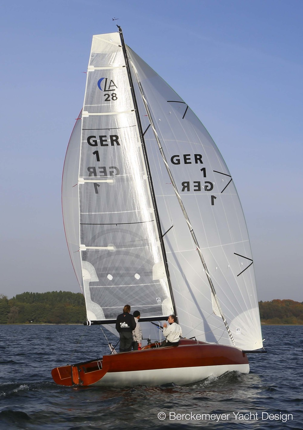 A Square-Top X-Drive mainsail on a 28-foot daysailer designed by Berkemeyer Yacht Design.