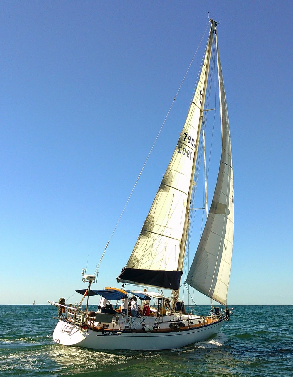 The Tayana 47 Wind Dancer sailed to Hawaii and back with her UK Sailmakers HydraNet Radial main and dacron genoa and staysail. Oliver recommended HyrdaNet for the main since it is the sail that is up 100% of the time the boat is sailing.