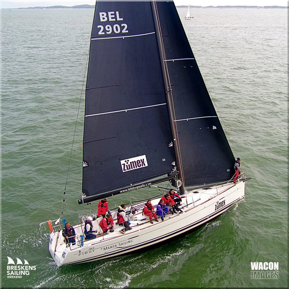 Perfectly smooth Uni-Titanium mainsail on a Beneteau First 40
