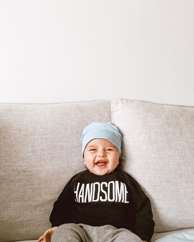 TGIF! I hope your weekend is filled with smiles and good vibes, just like this little guy here. I propped him up and this is what he thought about it.. Happy weekend friends! #keocanning #happybaby #mamasboy #handsome @poshandcozy