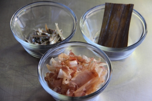 Dashi basics.  Niboshi, kombu, katsuobushi, clockwise from upper left.  Photo credit: http://www.japanesecooking101.com/dashi/.
