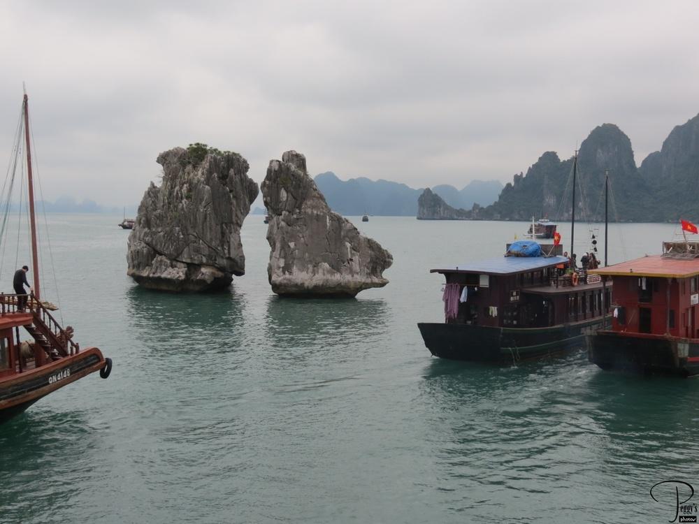 Kissing Rocks, Ha Long Bay
