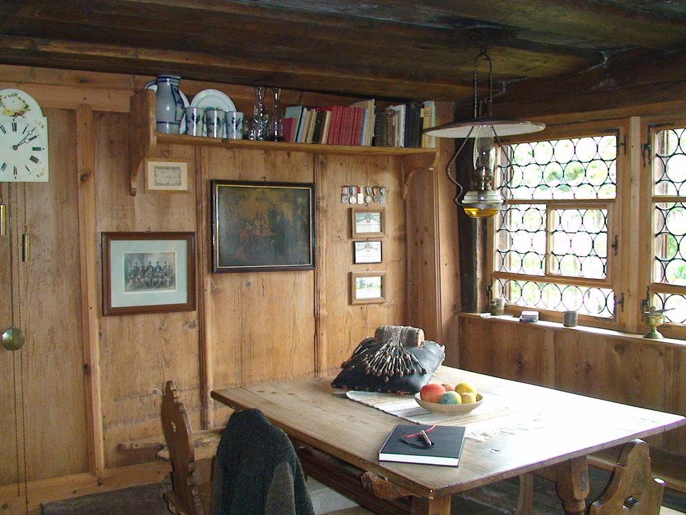 e-Bohlenstaenderhaus-Stube-klein.jpg