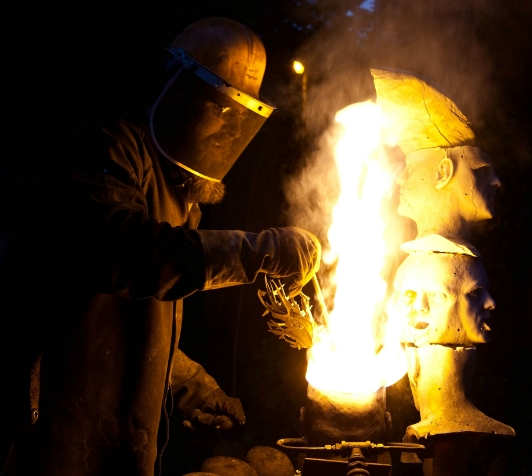 Stephen Coles of Coles Castings performing live iron casting.