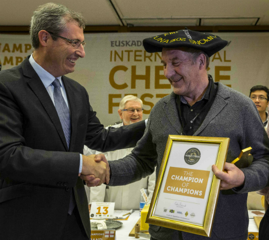 (L to R) Markel Olano Arrese, general deputy of Gipuzkoa, presenting the World Cheese Awards Champion of Champions trophy to Ingulf Galaaen, Norwegian cheesemaker from Røros, who accepted the award on Tingvollost's behalf.