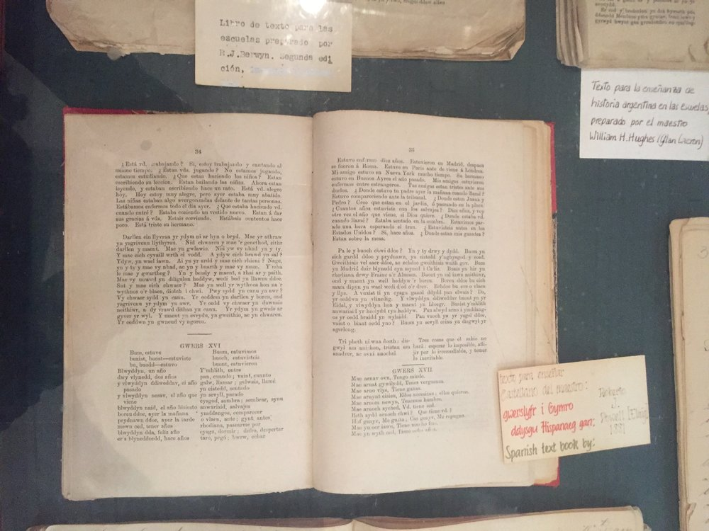 In the Gaiman museum: a Spanish textbook in Welsh