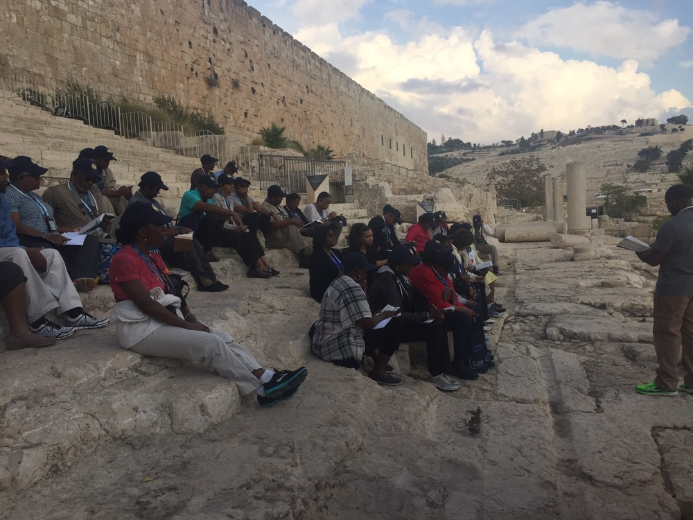 Antioch Church group at Southern Steps on Oct 28 - 7.jpeg