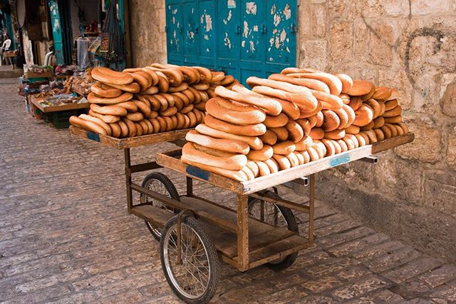Its lunch time, which means we are thinking about food! Just look at all of the amazing treats waiting for you in the Holy Land!🥖🥐✈️ #eotours #eatgoodwhiletravelling #holyland
