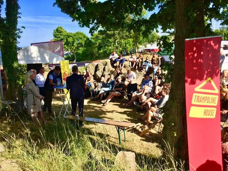 Mange mennesker besøgte Trampolinhuset til Folkemødet i juni 2018. Foto: Morten Goll.