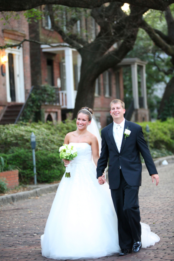 savannah wedding in downtown savannah on cobblestone streets from stay forever photography