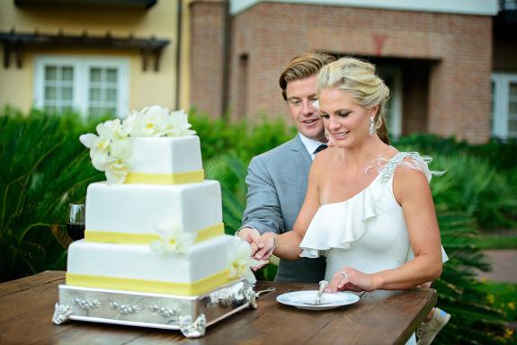charleston wedding cake at the sanctuary at kiawah island via rl morris photography