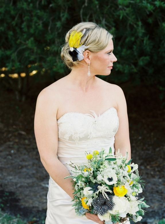 charleston-wedding-black-and-white-feather-bouquet