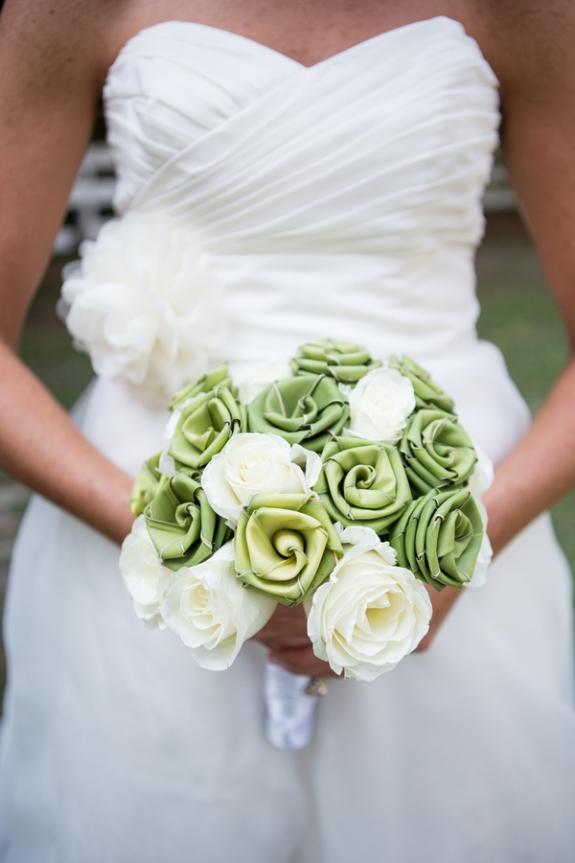 charleston wedding, sweetgrass roses bouquet