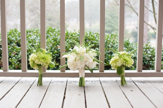 southern weddings, green and white wedding bouquets