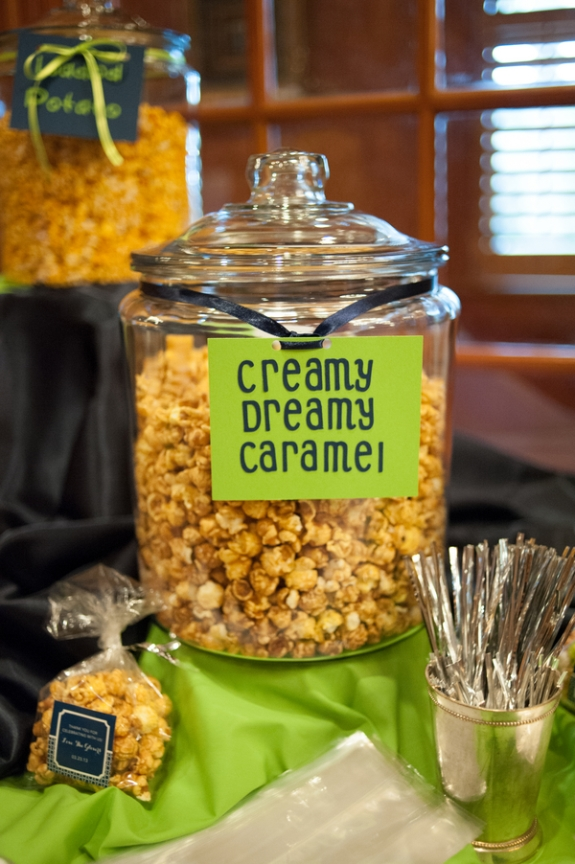 southern weddings, caramel popcorn wedding bar
