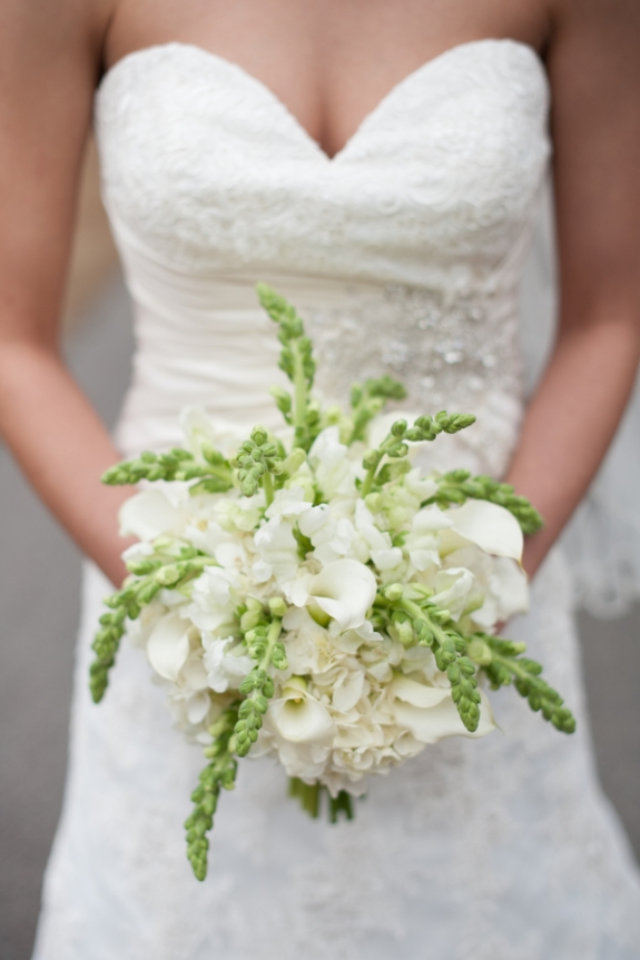 south carolina wedding, white and green bouquet