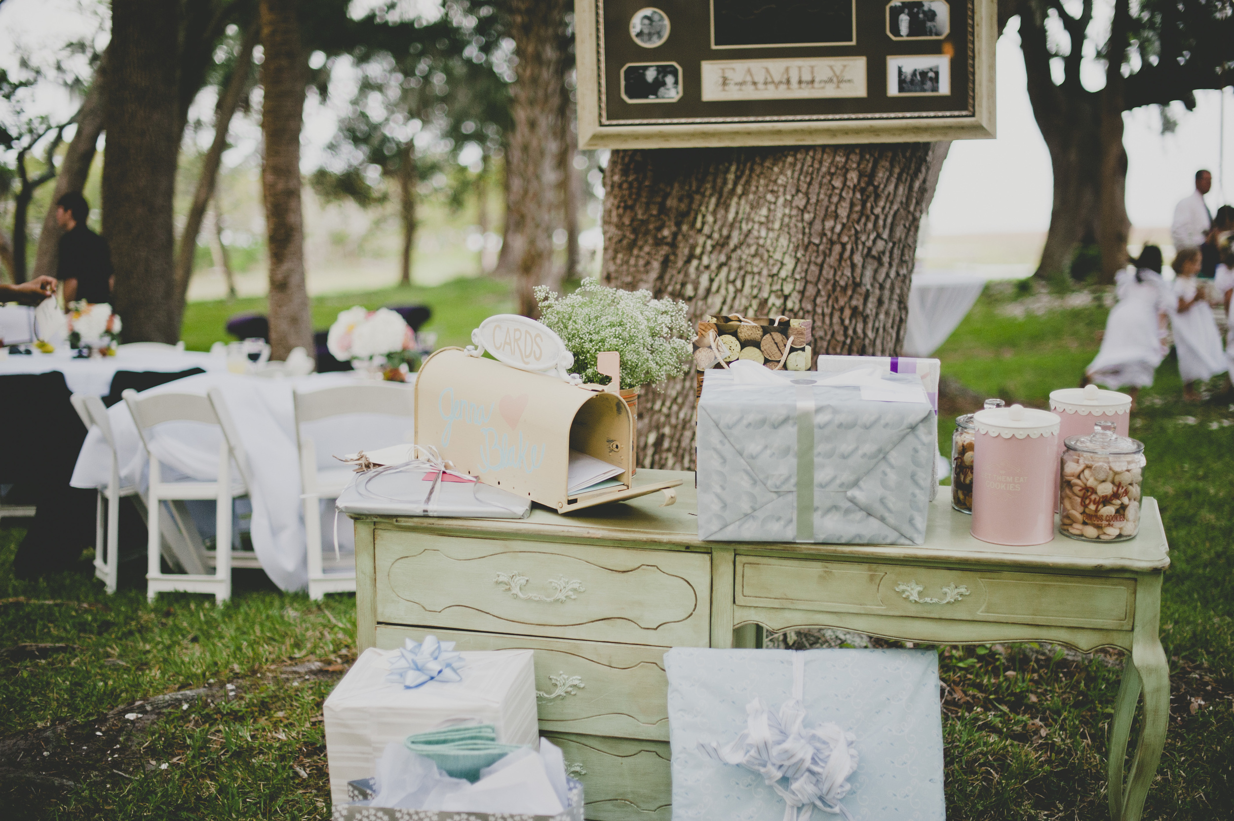 Jenna blakes savannah wedding a lowcountry wedding blog are you planning a savannah wedding check out our list of preferred vendors and venues oh and if you need help securing guest rooms for your wedding nvjuhfo Images