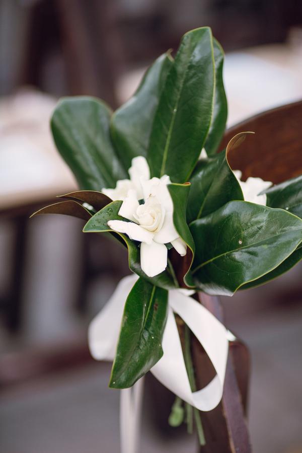 Magnolia leave wedding aisle markers