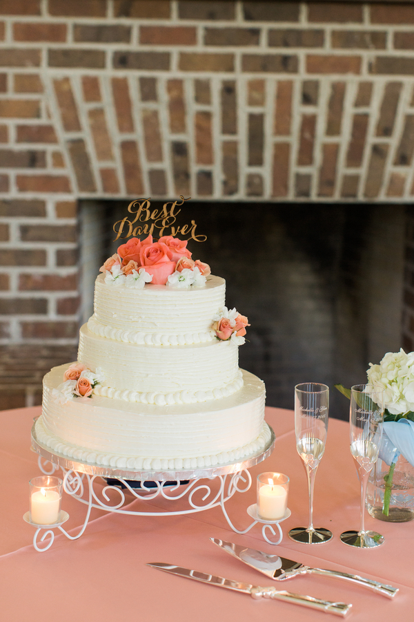 Charleston wedding cake at Creek Club at I'On by Alyona Photography