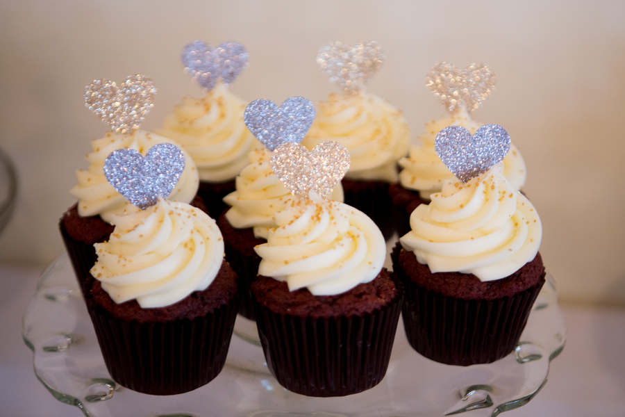 Cupcakes at Charleston Yacht Club wedding by Stacy Howell Photography