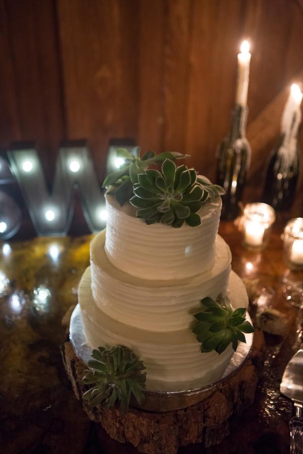 Savannah Wedding cake at Savannah Station by Jeanne Mitchum Photography