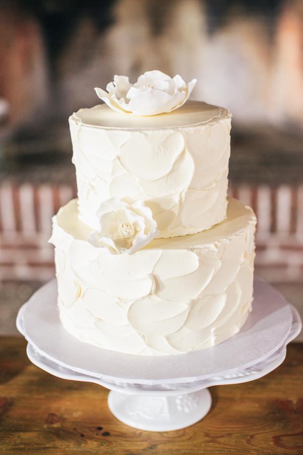 Charleston Wedding cake at Boone Hall Plantation by The Burlap Elephant