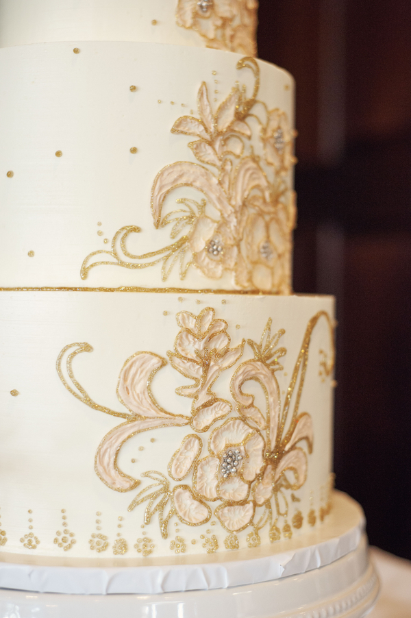 Dunes West Golf Club Wedding cake in Charleston, SC by Melissa Brewer Photography