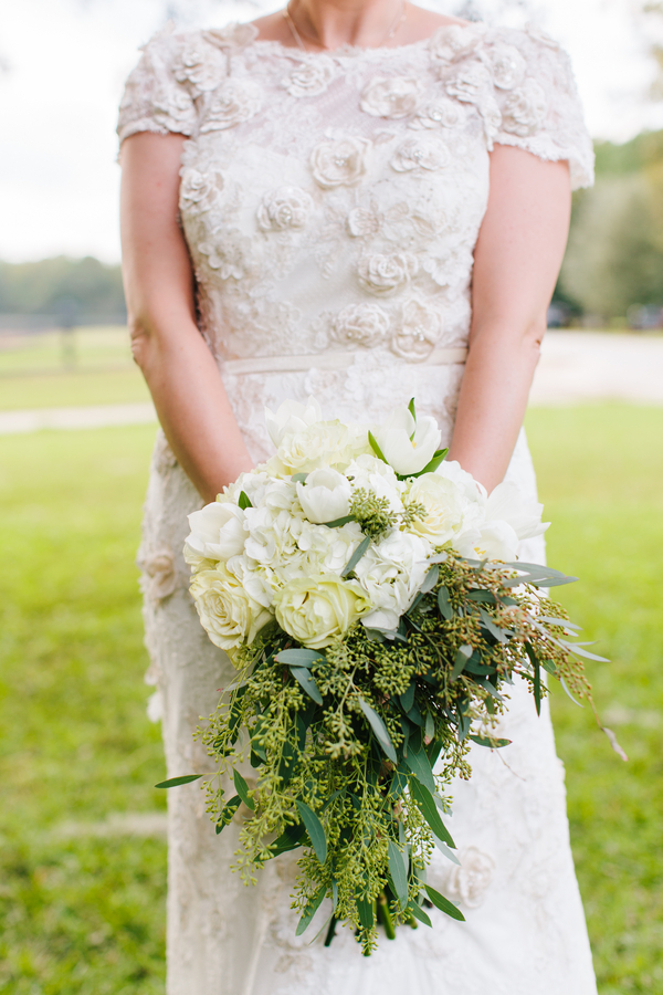 Pepper Plantation Wedding bouquet in Charleston, SC by Riverland Studios