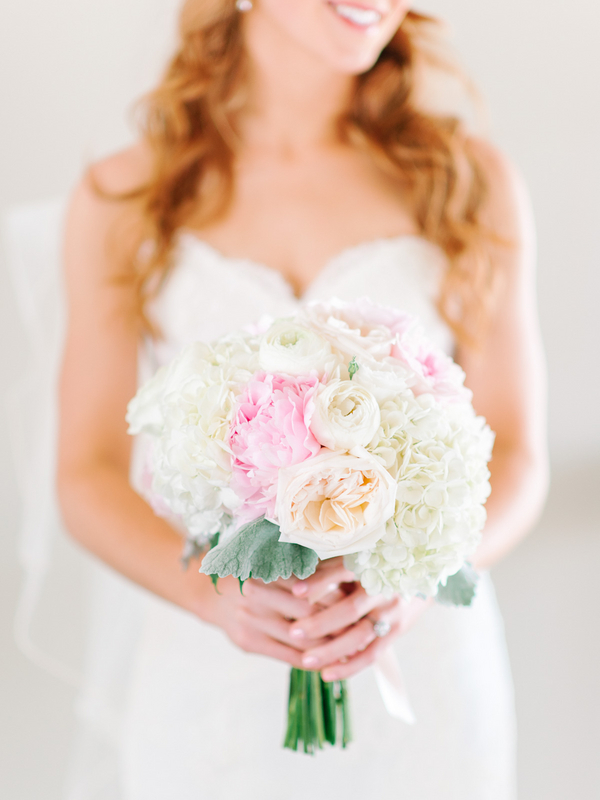 Debordieu Club wedding bouquet in Georgetown, SC by Pasha Belman Photography