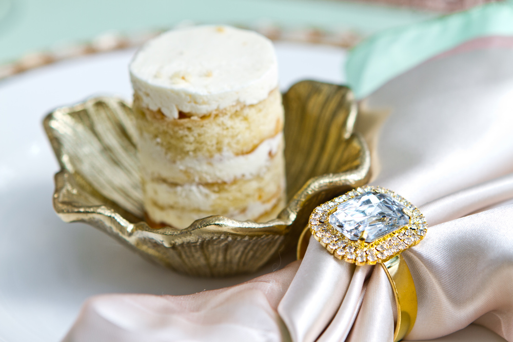 Charleston wedding inspiration shoot with mini cakes from Swank Desserts