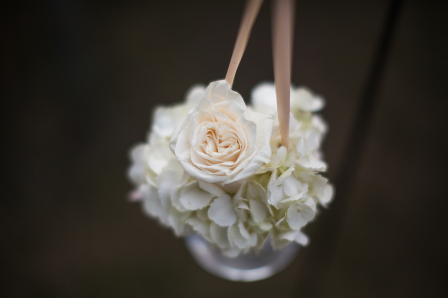 Beaufort wedding ceremony flowers by Grace Hill Photography