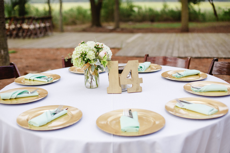 Outdoor wedding reception at Mingo Point by Cruz Coordination