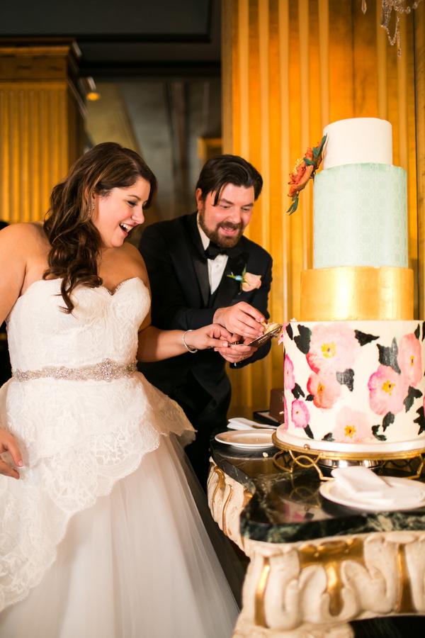 Cake cutting at Savannah, GA wedding